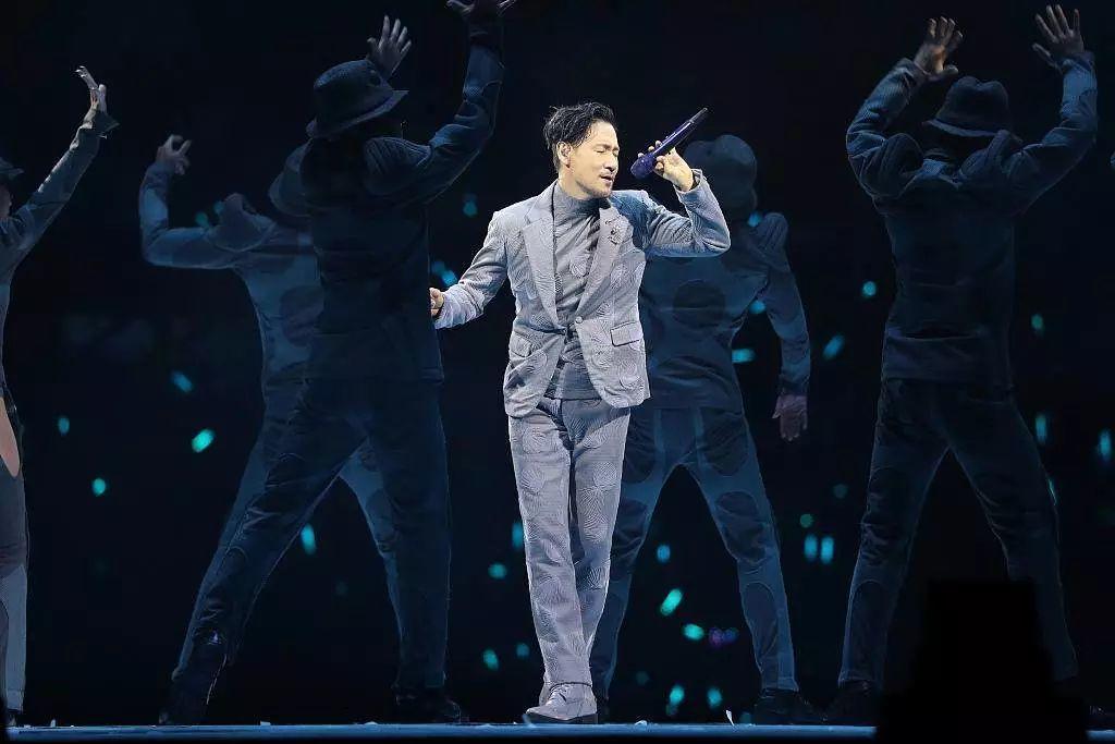 """又一名逃犯在张学友演唱会被 AI 捕获,人送绰号""""热心歌神张先生"""""""