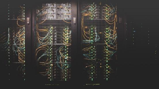 在AWS上部署、监控和扩展机器学习模型